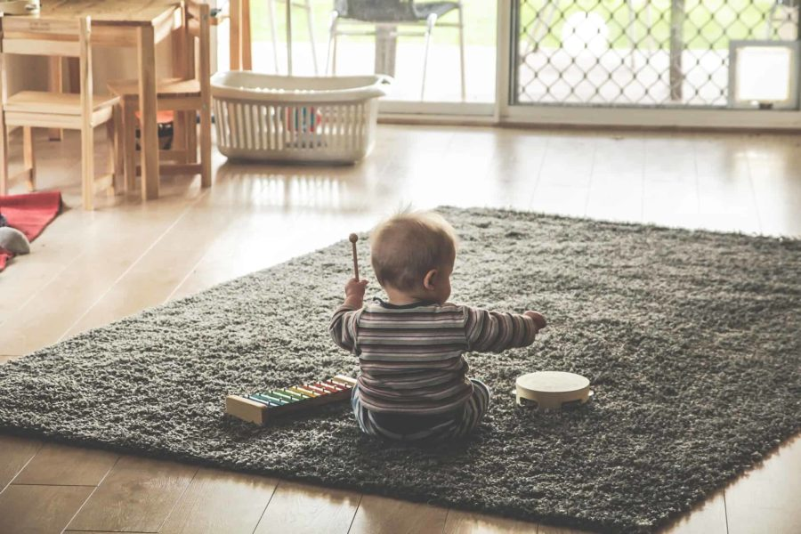 non-toxic natural ways clean toys baby play